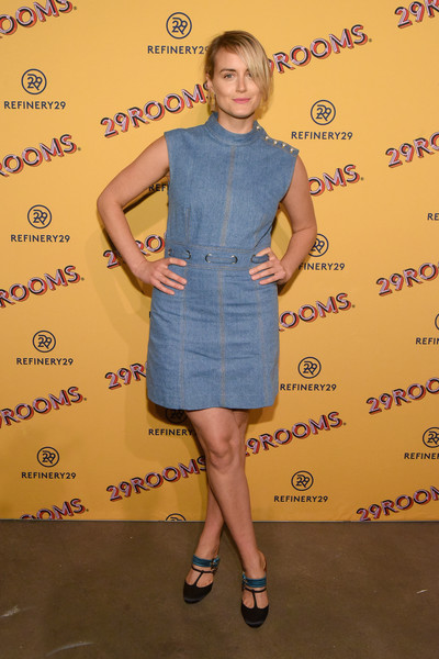 Taylor Schilling Denim Dress [art,clothing,dress,cocktail dress,shoulder,footwear,joint,premiere,little black dress,shoe,style,taylor schilling,29rooms,chicago,illinois,refinery29,party,turn it into art opening]