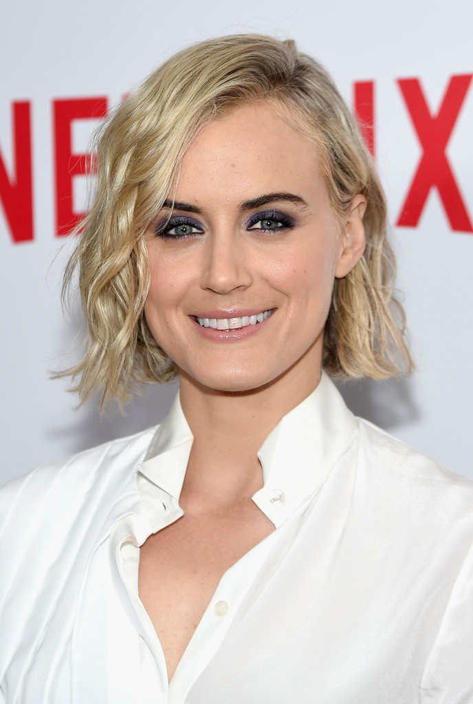 Taylor Schilling Short Wavy Cut Hair Lookbook Stylebistro