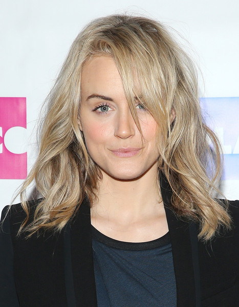 Taylor Schilling Medium Wavy Cut [photo,hair,blond,face,hairstyle,eyebrow,layered hair,beauty,chin,long hair,lip,taylor schilling,actress,cabaret gourmet,new york city,espace,taylor schilling hosts 2015 play company,event]