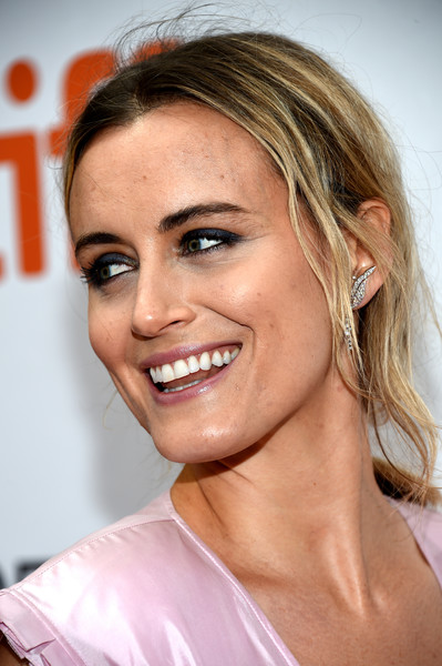Taylor Schilling Loose Ponytail [the public premiere,hair,face,eyebrow,hairstyle,chin,blond,skin,lip,nose,beauty,arrivals,taylor schilling,toronto,canada,roy thomson hall,toronto international film festival,premiere]