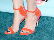 Hailee tied together her orange and blue ensemble with gorgeous orange winged sandals.
