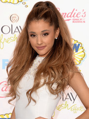Ariana Grande sported her signature big hair at the Teen Choice Awards.