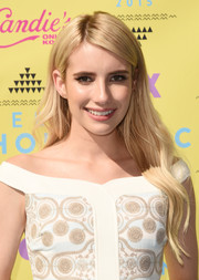 Emma Roberts wore her long hair down with gentle waves during the Teen Choice Awards.