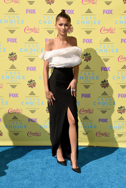 Zendaya Coleman got all frilled up in a white ruffle off-the-shoulder top by Ashi Studio for the Teen Choice Awards.