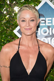 Teri Polo attended the Teen Choice Awards 2016 sporting a super-cool pixie.