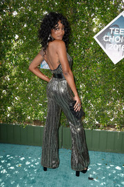 Keke Palmer teamed her dazzling outfit with a black frame clutch.