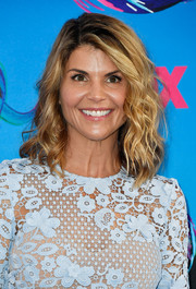 Lori Loughlin looked beach-chic with her mussed-up waves at the 2017 Teen Choice Awards.