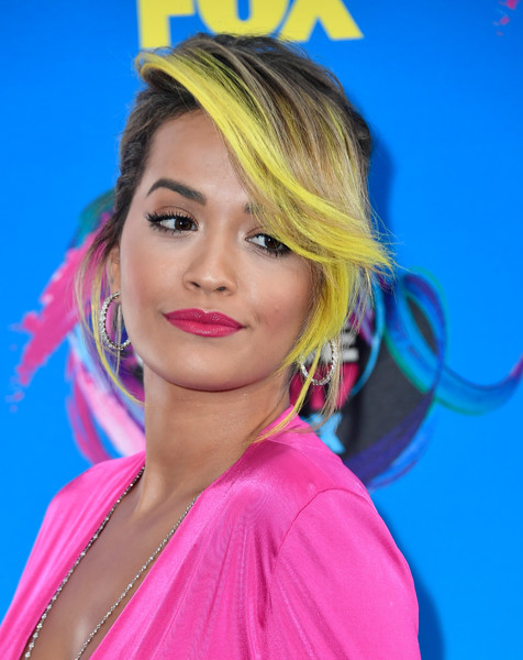 For her lips, Rita Ora chose a bold pink hue to match her outfit.