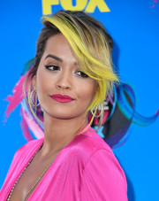 Rita Ora was stylishly coiffed with a loose updo and yellow-streaked, side-swept bangs at the 2017 Teen Choice Awards.