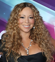 Mariah Carey exuded timeless beauty by wearing her hair in au naturale curls at the TeenNick HALO Awards 2012.