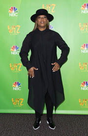 Queen Latifah attended the 'Wiz Live!' Television Academy event all covered up in a long-sleeve black tunic.
