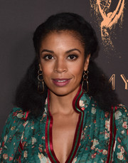 Susan Kelechi Watson finished off her look with a pair of gold chain earrings.