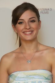 Maria Valverde's ponytail gave her a youthful look.