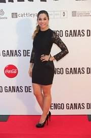 Leire Martinez looked classy in a short black dress with lace sleeves at the 'Tengo Ganas de Ti' premiere.