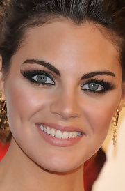 Amaia Salamanca highlighted one of her best assets - her eyes - by wearing false lashes.