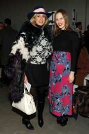 Elisabeth von Thurn und Taxis added a bright spot with a white leather tote.