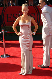 Kendra Wilkinson channeled Old Hollywood at the ESPY Awards in a dusty rose corset gown with satin insets and a chiffon mermaid train. We love to see Kendra's romantic side!