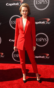 Rachel McAdams looked sharp in a perfectly tailored red pantsuit by Cristiano Burani during the ESPYs. She chose to wear it sans shirt, which added just the right amount of sexiness to the look.