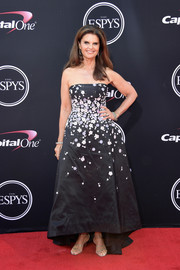 Maria Shriver looked sweet and glam in a strapless floral gown by Monique Lhuillier at the 2017 ESPYs.