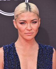 Jessica Szohr attended the 2018 ESPYS wearing a simple center-parted ponytail.