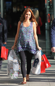 Una Healy looked stylish and chic in a free-flowing, floral maternity top.