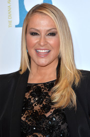 Anastacia attended the Global Gift Gala wearing her hair in a side-parted layered cut.