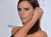 Victoria Beckham showed off a huge diamond ring at the Global Gift Gala.