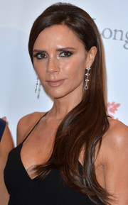 Victoria Beckham finished off her look with a lovely pair of dangling diamond earrings.