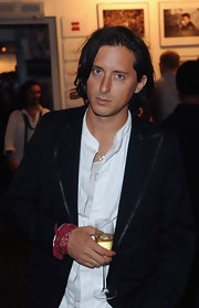 Carl Barat attended The Six Shooters exhibition and and looked equisite in a dark blue blazer with satin trim.