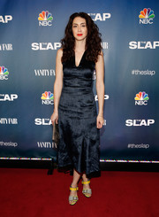 Mozhan Marno showed off her svelte figure in a sleeveless A-line LBD during the premiere of 'The Slap.'