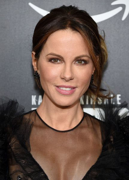 Kate Beckinsale attended the New York premiere of 'The Widow' wearing her hair in a loose bun.