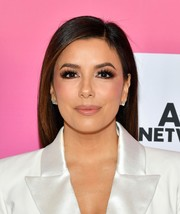 Eva Longoria looked gorgeous with her smoky eyes.