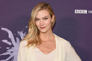 Karlie Kloss wore her hair in side-swept waves at the Berggruen Prize Gala.