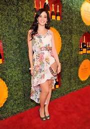 Edy looked like she was at a spring (not fall!) soiree in this lovely floral dress with a high-low hem.