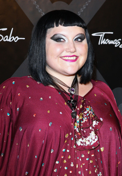 Beth Ditto wore an intense application of metallic silver and gray eyeshadows at the Thomas Sabo collection launch.