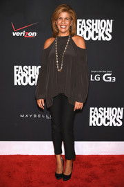 Hoda Kotb went for a boho feel with this loose gray cutout blouse during Fashion Rocks 2014.