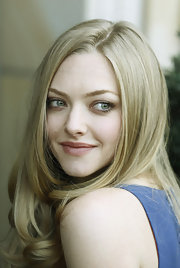 At a photocall for 'In Time,' Amanda Seyfried wore a palette of pale neutral shadows that added subtle definition to her beautiful baby blues.