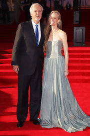 Suzy Amis was the vision of elegance in this strapless iridescent gown at the 'Titanic 3D' premiere.