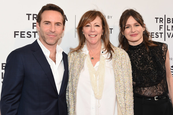 More Pics of Emily Mortimer Wide Leg Pants (6 of 18) - Pants & Shorts Lookbook - StyleBistro [event,fashion,premiere,fashion design,carpet,smile,style,alessandro nivola,jane rosenthal,emily mortimer,to dust,new york city,sva theatre,tribeca film festival,screening]
