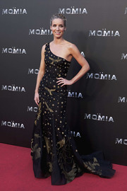 Annabelle Wallis looked enchanting in a black Alberta Ferretti one-shoulder gown with gold bird and star embroidery at the Madrid premiere of 'The Mummy.'