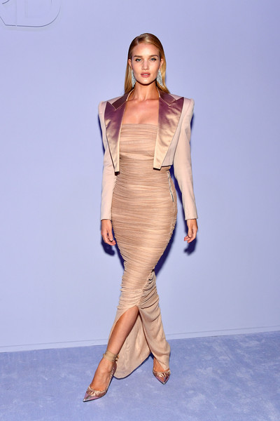 Rosie Huntington-Whiteley coordinated her outfit with a pair of satin ankle-strap sandals by Tom Ford.