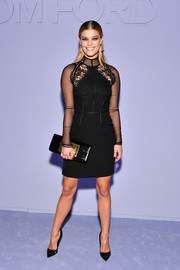 Nina Agdal paired her dress with a black Tom Ford patent clutch with gold hardware.