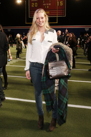 Lisa Fanke kept it basic in a white and gray button-down and a pair of skinny jeans at the Tommy Hilfiger fashion show.