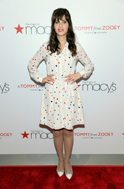 Zooey Deschanel chose a pair of cap-toe pumps to complete her look.