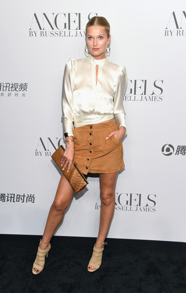 Toni Garrn Printed Clutch [clothing,fashion,fashion model,footwear,joint,leg,shoulder,beige,dress,shoe,arrivals,cindy crawford,candice swanepoel host angels,russell james,toni garrn,angels,stephan weiss studio,russell james book launch and exhibit,exhibit,book launch]