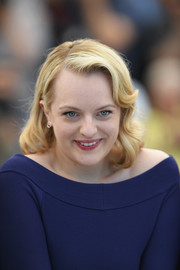 Elisabeth Moss looked lovely with her retro curls at the Cannes Film Festival photocall for 'Top of the Lake: China Girl.'