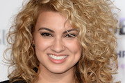 Tori Kelly Medium Curls