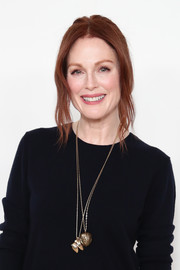 Julianne Moore glammed up her sweater with a pair of gold pendant necklaces.