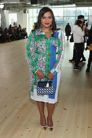 Mindy Kaling pulled her look together with a woven leather purse by Tory Burch.
