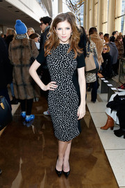 Anna Kendrick cut a curvy figure in a black-and-white spotted illusion dress during the Tory Burch fashion show.